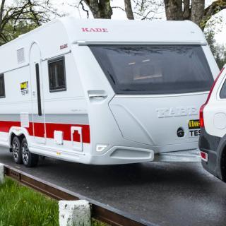 Tvåaxlade Royal 740 DGDL är en mäktig pjäs som faktiskt kan fås enkelaxlad vilket räcker för många långliggare på campingar.