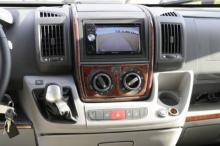 Automatlåda är tillval medan Pioneers stereo med backkamera och GPS är standard.