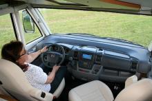 Föraramiljön får högt betyg. Testbilen har Fiats stora motor, turbo diesel är 6-växlad.