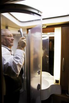 Duschen är trång tycker testföraren Peet Kokla.
