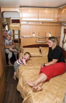 Jan, Isak, Axel och Sofie kommer från Alfta och drar en svensk vagn. De gillar den stilrena designen i nya Cabby 740+.