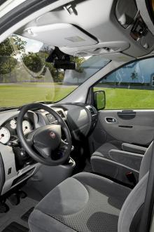 Härlig komfort och sköna stolar i Fiat Scudo som påminner rätt mycket om en personbilsvariant på Ducato.