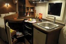 I kommande serier av Adria Alpina får diskhon ett trälock. Köket ska också få en utfällbar arbetsskiva.
