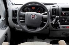 Fiats förarmiljö är välkänd och överskådlig. Vår modell hade inte kontroller i ratten för radio och dylikt.