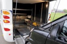 Garaget är skräddarsytt för Smarts minsta tvåsitsiga personbil. Bilen vinschas in i garaget och vinschen stängs av automatiskt när bilen är på plats tack vare fotoceller på vardera sida.