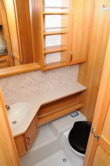 Det fina badrummet har en nackdel och det är bristen på duschtyg.