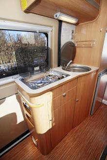Köksbänken har bra lösningar för compact living.