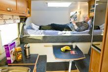 Melker Nordenstedt trivdes bra i campern, det mesta går att nå utan spring. Sängen var dock lite i hårdaste laget.