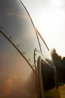 Vagnens aerodynamiska form jobbar bränsleeffektivt med vinden.