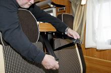 Fästpunkterna för bilbältena till passagerarsätet kan ändras i höjdled så att även kortväxta personer kan sitta rätt fastspända.