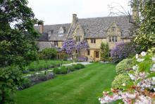 Precis så här ska det se ut i en engelsk trädgård.