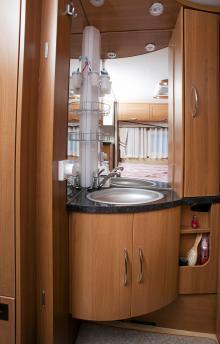 Handfatet har sin plats i ett hörn av sovrummet.