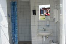 De nybyggda toaletterna och duscharna håller hög standard