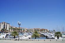 I södra delen av Argelès ligger båtbryggorna tätt.