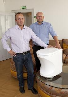 Två nöjda verkställande direktörer. Ecotechs Tor Petter W Christensen och Cabbys Hans Lindh är nyfikna på hur marknaden tar emot Cabbyloo.
