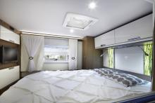 Sovrummet i Flair 800i CFB med drottningsäng.