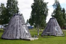 å Saiva Camping i Lappland finns traditionella lappkåtor att checka in i.