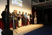 Husbil & Husvagns chefredaktör läser upp tidningens nominering.