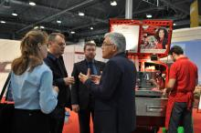 Försäljningsdirektören hos Fiat Professional, Bertrand Noguès, berättade för Campers chefredaktör, Vesa Riihinen och försäljningschefen, Minna Hjelm, om förändringen i Fiats importorganisation. I fortsättningen ska Fiat Finland ligga under den svenska organisationen.