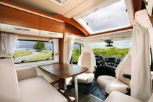 Luftigt. Taksäng är tillval och i testbilen var ingen monterad vilket ger högt i tak och en ljus miljö.