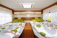Sovloft. Sängarna är ganska höga vilket ger begränsad takhöjd. Utsikten är det inget fel på eftersom två stora fönster finns.