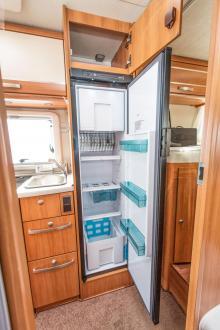 Smal. Ett smalt kylskåp är ett bra val i en bil med långa sängar.