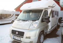 Begagnat alternativ - McLouis MC4-75 (2011) Tvärställt badrum och låga sängar men även taksäng över sittgruppen. Liknande mått och vikter som testbilen. 5200 mil. Pris: 489 000 kr