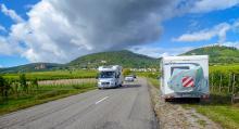 Vinvägen slingrar sig fram 17 mil mellan vinfält och pittoreska byar.