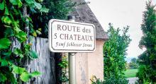 En del gatuskyltar är tvåspråkiga, med namn på franska och en lokal gammaltysk dialekt.