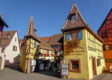 Ett av många vinhus i Eguisheim.