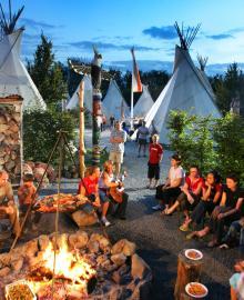 Campingen med 200 platser har även tipis för turister utan husbil.