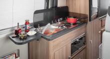 I köket finns det mesta. Gasolugn är ovanligt i plåtisar.