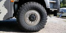Grova slanglösa däck från Michelin ger framkomlighet.