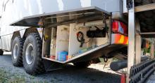 Bakom lastluckorna finns allt från kompressor till extrafrys.