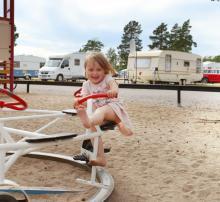 Fortare! Barnen trivs gott på Stenö Havsbad & Camping.