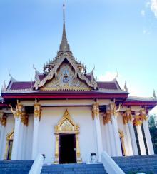 Utsmyckad av den thailändska kungens egna hantverkare.