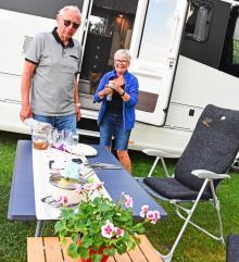 Kerstin och Sven gör numera utflykter i Sverige, här i Gullspång.