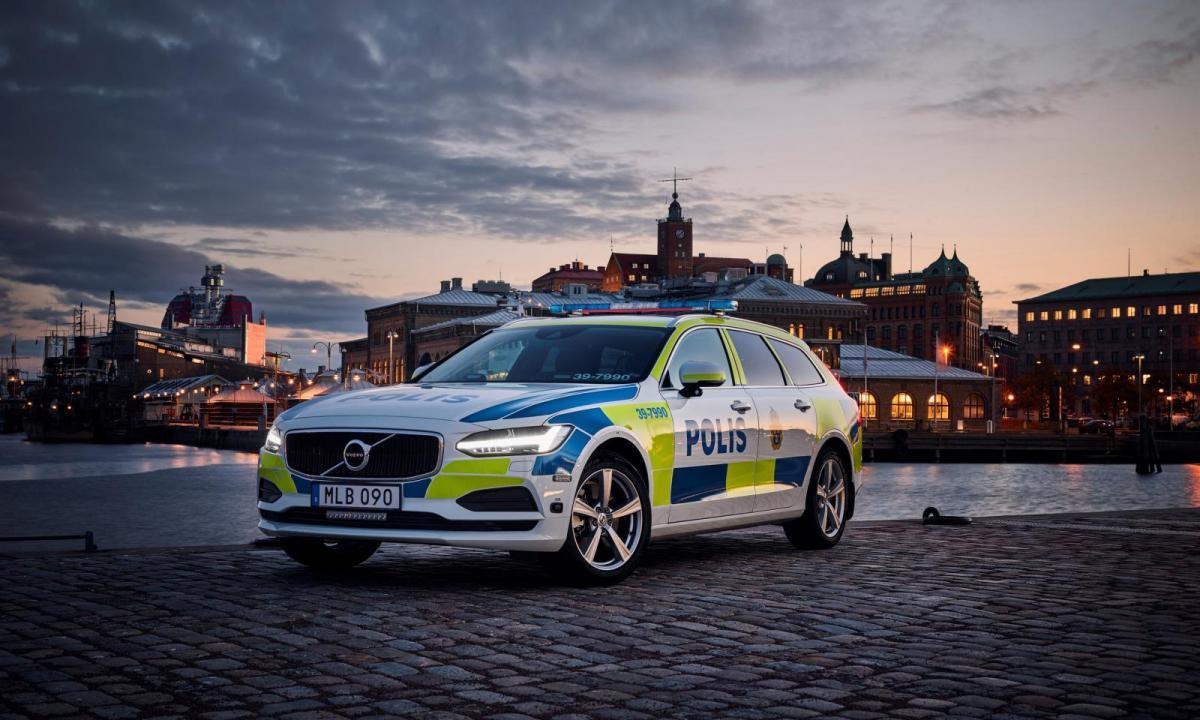 Polisen får 2200 nya bilar med start 2021