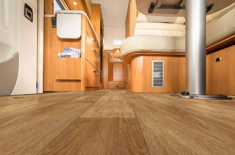 Tack vare jämt golv i bostadsdelen är det lätt att förflytta sig.