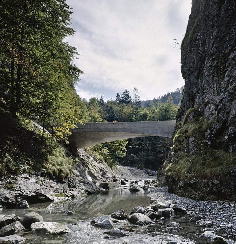 curve and twist schanerloch bridge by marte marte architekten
