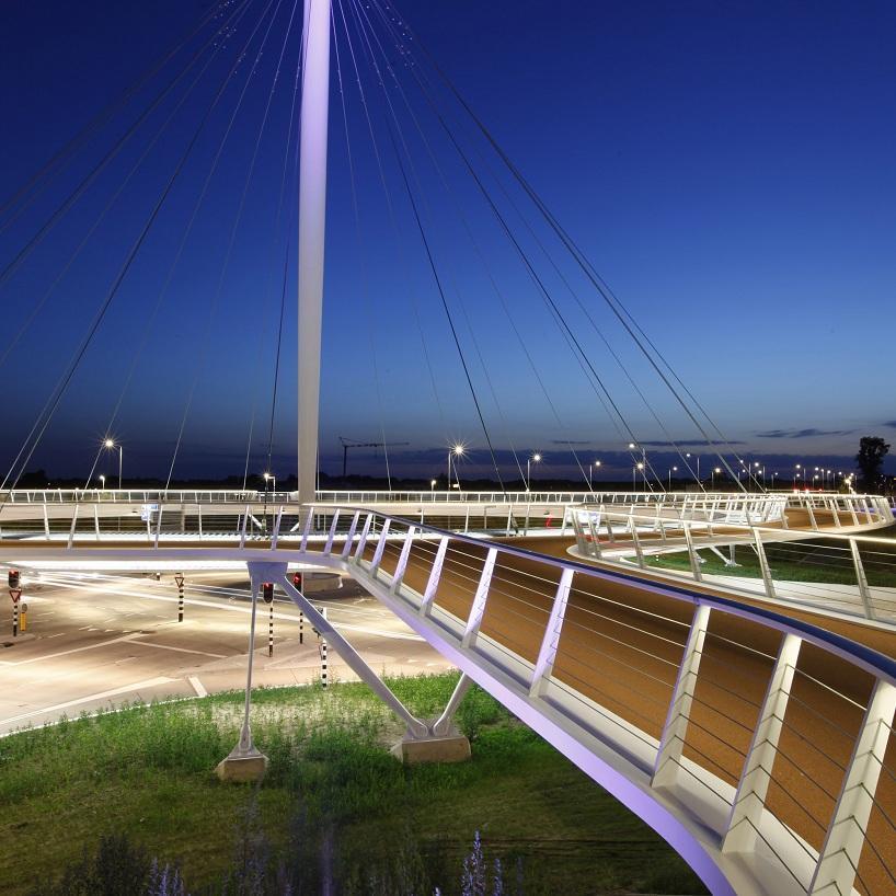 circular hovenring cyclist bridge by ipv delft