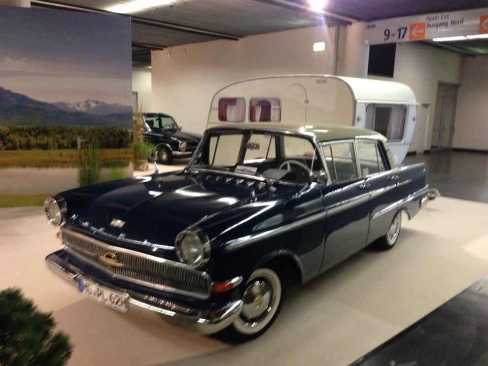 Vad sägs om detta läckra ekipage? Vagnen är en Dethleffs Globetrotter från 1962 som ägdes av första ägaren till 2010, i 48 år!