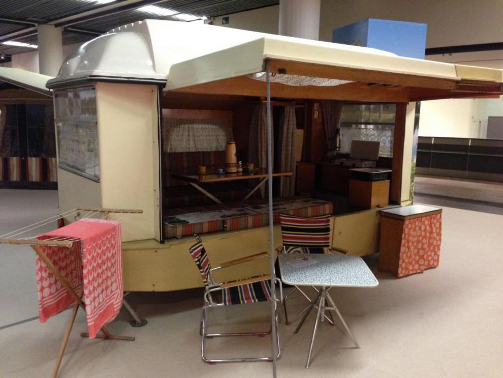 Hartmann Fawoboo 1962. Denna vagn omvandlas enkelt till en husvagn och taket kan även användas som båt.