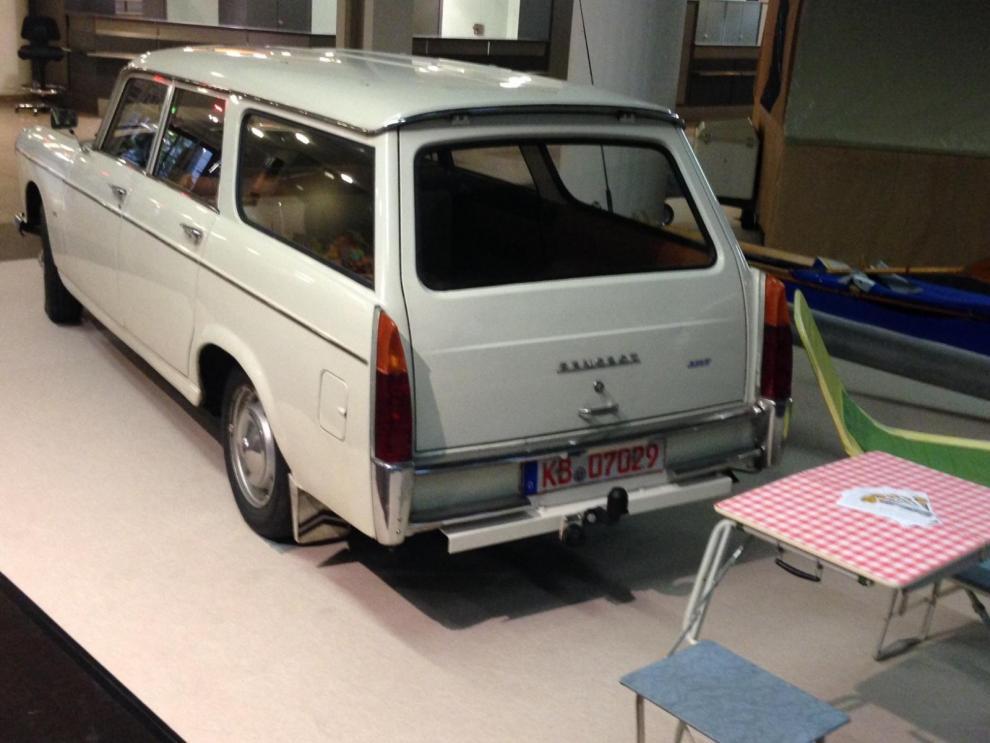 Inte alla hade råd med husvagn och då var denna bäddbara Peugeot 404 L Grand Luxe ett gott alternativ.
