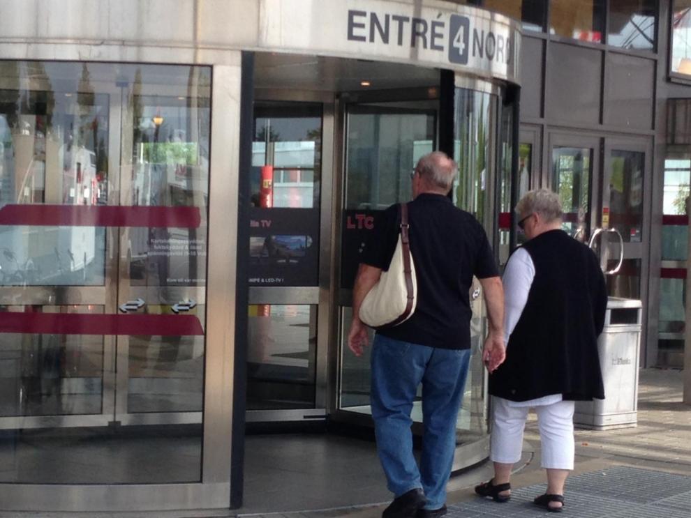 Det var många som hängde på låset när portarna öppnade klockan 10