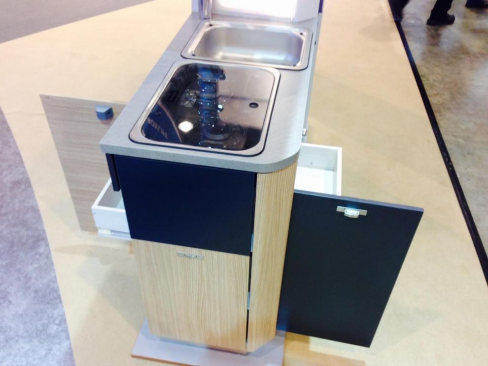 Knaus BoxLife har ett kök med lådor åt två håll