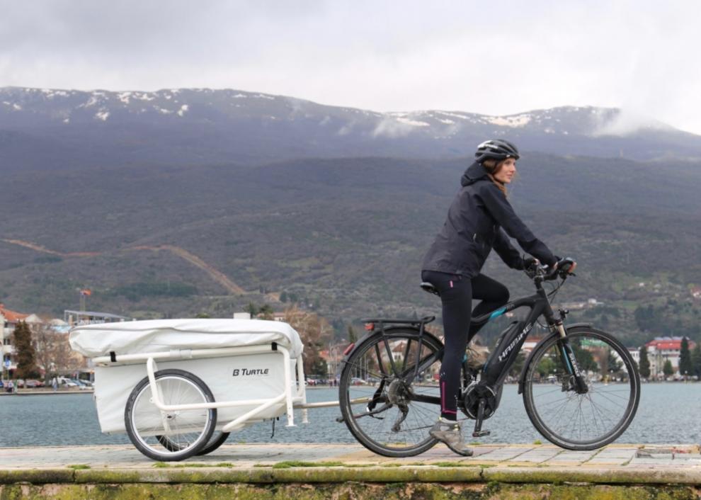 B-Turtle är ett cykeltält som finns för 1 eller 2 personer. Tanken är att man drar med e-bike även om trampcykel också fungerar som dragare.