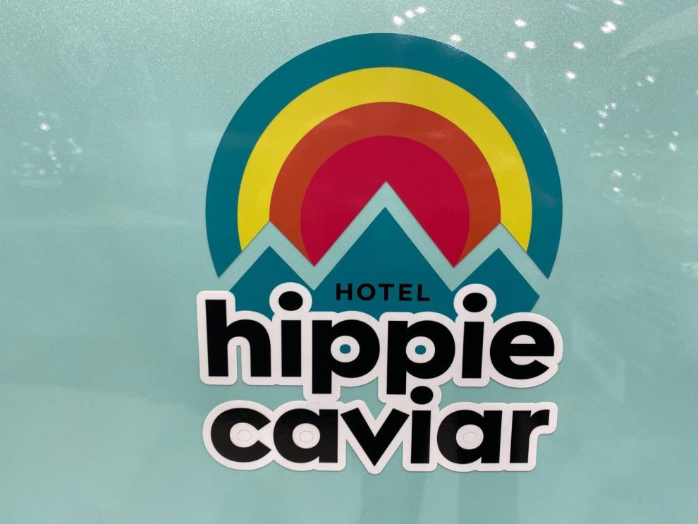 BILDSPEL: RENAULT HIPPIE CAVIAR HOTEL KONCEPT