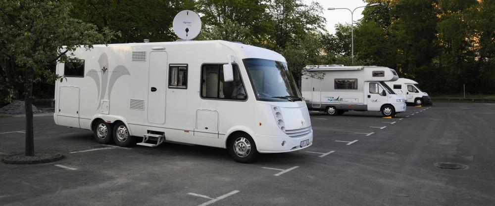 Betala dubbel parkering med husvagn?
