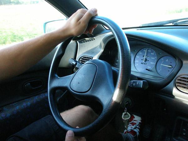 Unga sms:ar när de kör